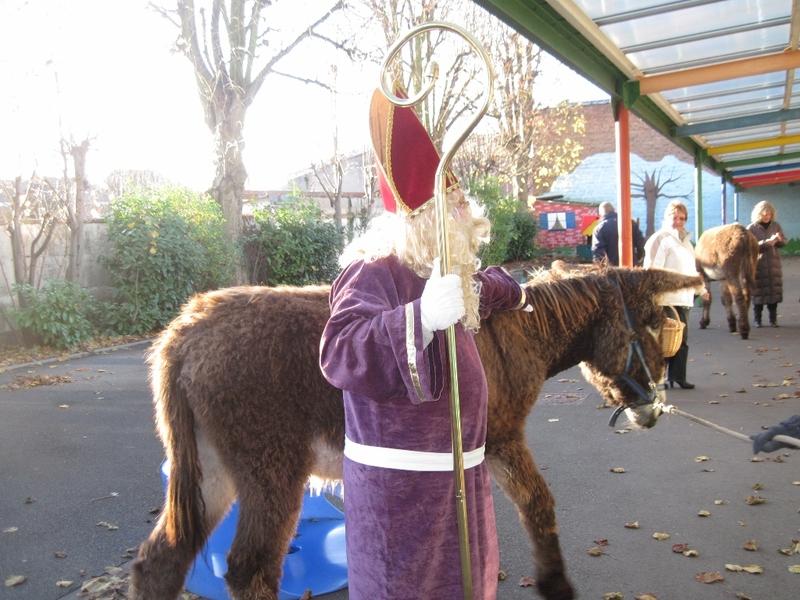 St Nicolas Et Son Ane A L Ecole Ste Marie Tourcoing